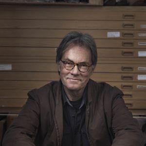 Sven Nordlund ser in i kameran.