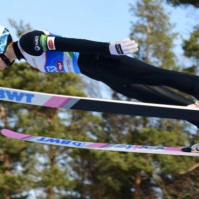 Katso suomalaisten hypyt MM-kisojen mäkikarsinnassa