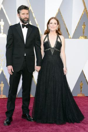 Bart Freundlich och Julianne Moore på Oscarsgalan 2016.