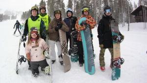Foto av teamet i My turn om funktionsnedsättning och snowboarding