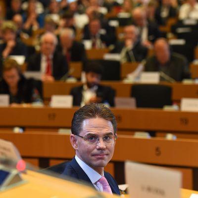 Jyrki Katainen grillades av EU-parlamentet den 7 oktober 2014.