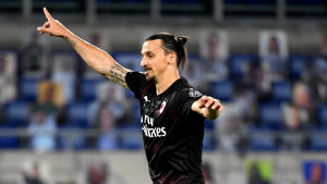 Zlatan Ibrahimoic jublar efter ett mål.