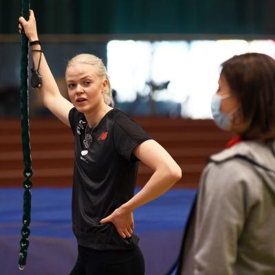 Jonna Berghem tillsammans med tränaren Petra Stenman.
