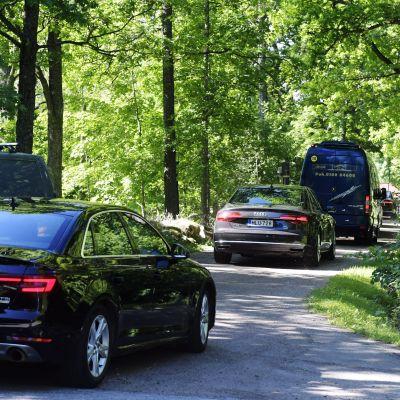 Diplomatbilar på väg till Königstedts gård för möte mellan amerikanska och ryska generaler.