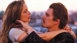 Julie Delpy ja Ethan Hawke elokuvassa Rakkautta ennen aamua