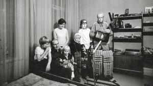 Vejanderin perhe: vasemmalta Teemu, Erkki, sylissä Minna, Leila, Juha, Keijo ja Aimo