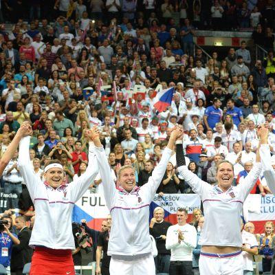 Tjeckien firar segern i Fed Cup i tennis inför hemmapubliken i Prag.