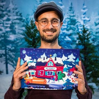 Konstnär Albert Pinilla med BUU-klubbens pappersjulkalender 2019