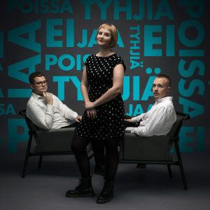 Jaa, ei, tyhjiä, poissa -podcastin toimittajat Robert Sundman, Helmiina Suhonen ja Olli Seuri.