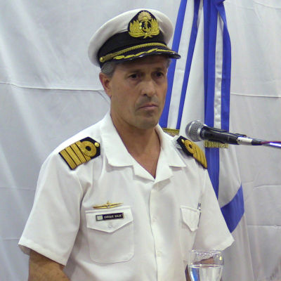 Marinens talesman, kapten Enrique Balbi, talar under en presskonferens i Buenos Aires den 30 november 2017.