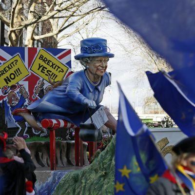 Drottning Elisabeth säger ja eller nej till brexit?