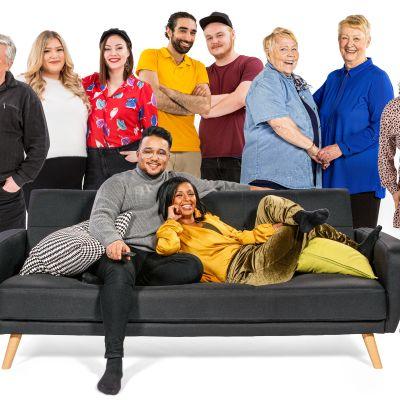 Sohvaperunoiden 12. tuotantokauden sohviksia sohvalla ja sen ympärillä.