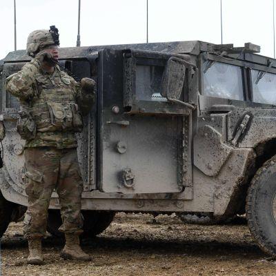 Yhdysvaltain sotilas harjoituksessa Saksassa maaliskuussa 2020.