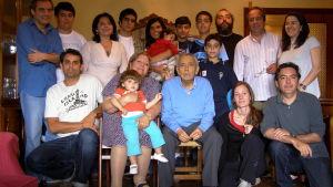 Koko perhe koolla