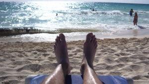 Solbad på badstrand