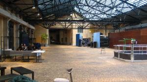 Entréhallen till Teaterhögskolan i Helsingfors står tom.