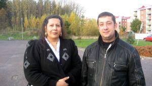 Katja Stenroos och Kyösti Stenroths barn trivs i skolan