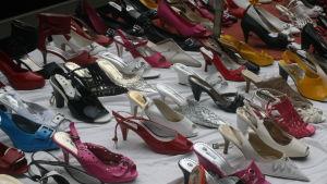 kenkiä näyteikkunassa
