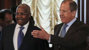 Ugandas utrikesminister Sam Kutesa med ryska kollegan Sergej Lavrov