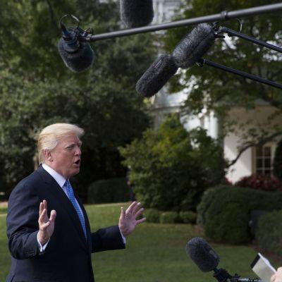 President Donald Trump förklarade sina skatteplaner då han träffade journalister inför sin resa till Indiana