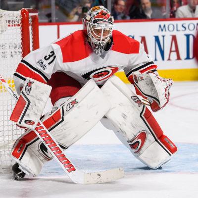 Eddie Läck spelar som målvakt i Carolina Hurricanes i NHL.