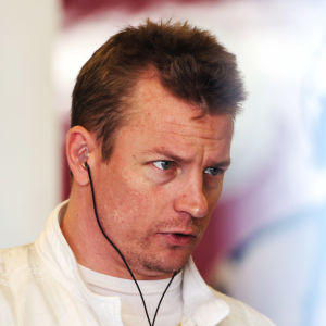 Kimi Räikkönen i depån.