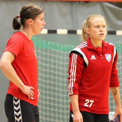 Linda Cainberg och Johanna Hilli inför säsongen 2017-18.