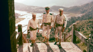 Frenchy Burgoyne (Richard Attenborough), Ensign Bordelles (Charles Robinson) ja Jake Holman (Steve McQueen)
