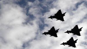Eurofighter-plan visar upp sig på nationaldagen i Spanien.