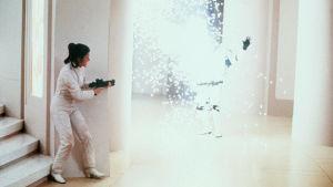 Leia skjuter mot en stormtrooper-soldat i filmen Empire Strikes Back.