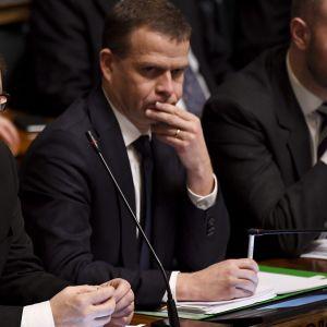 Juha Sipilä, Petteri Orpo och Sampo Terho i riksdagen