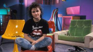"""Rockstop""""-ohjelman juontaja Heli Nevakare vuonna 1990."""
