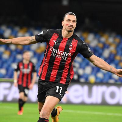 Zlatan Ibrahimovic gjorde två mål mot Napoli.