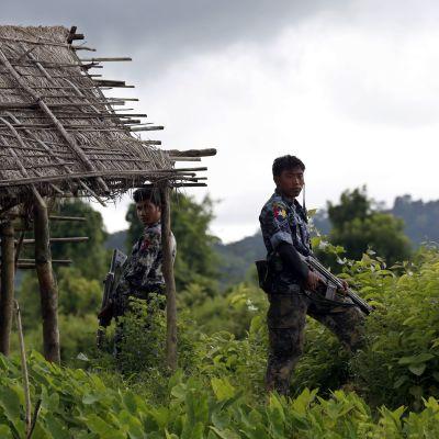 Armén medger för första gången att soldater har gjort sig skyldiga till massakrer på rohingyamuslimer i Rakhinestaten i västra Burma