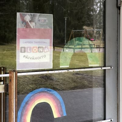 Ilona-ryhmäperhepäiväkodin ovi Lahden Tonttilassa.
