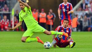 Thiago Alcantara i elden mot sin forna klubb Barcelona i Champions League 2014-2015.