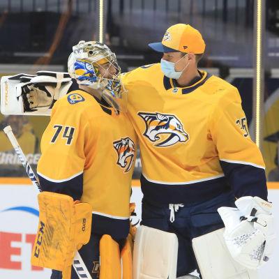 Nashvilles blåvita målvaktspar: Juuse Saros och Pekka Rinne.