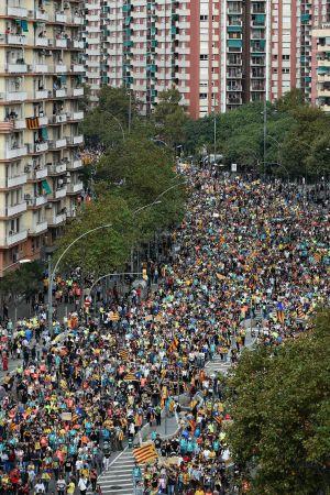 Demonstranter anländer till Barcelona efter efter att ha marscherat från städerna Vic (70 km) och Berga (100 km)