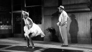 Marilyn Monroe ja Tom Ewell elokuvassa Kesäleski