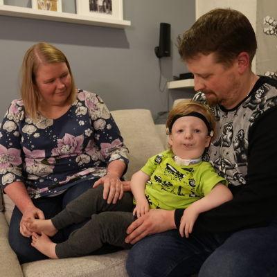 Nestori, 4, sairastaa harvinaista Nagerin syndroomaa.