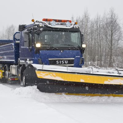 Sisus nya bil för vägunderhåll Sisu Works (2012).