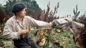 Tero Jartin elokuva kertoo Aaposta, joka joutuu pilkan kohteeksi ja nousee kapinaan.