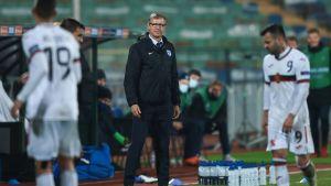 Finlands förbundskapten Markku Kanerva lotsar laget mot Bulgarien.