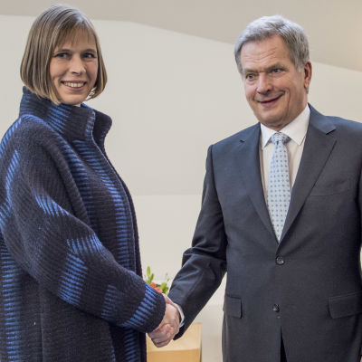Estlands  president  Kersti Kaljulaid och Finlands president Sauli Niinistö