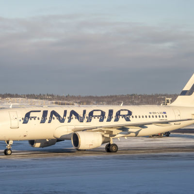 Finnairs plan på flygfältet.