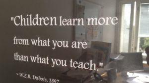 Barn lär sig mer av den du är än det du lär.