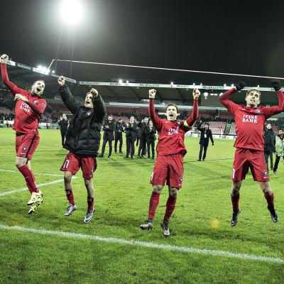 FC Midtjylland firade vilt efter avancemanget till slutspelet.