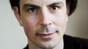 Redaktören Jonas Fröberg har skrivit en bok om Saab.