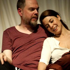 Frank Vercruyssen och Ruth Vega Fernandez i Scener ur ett äktenskap.
