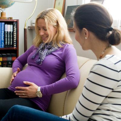 En doula är en stödperson vid förlossningen som inte har medicinskt ansvar.